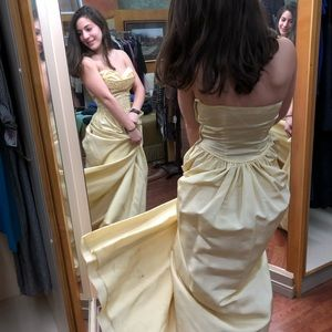 Yellow gown detailed bodice